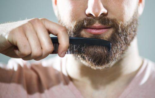 Cómo eliminar la caspa en la barba 2