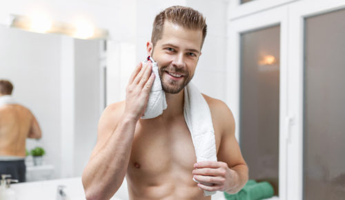 Cómo eliminar la caspa en la barba 3